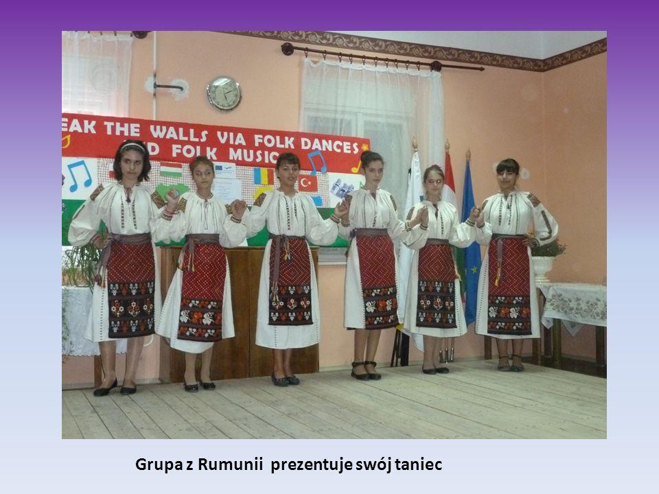 Grupa z Rumunii prezentuje swój taniec