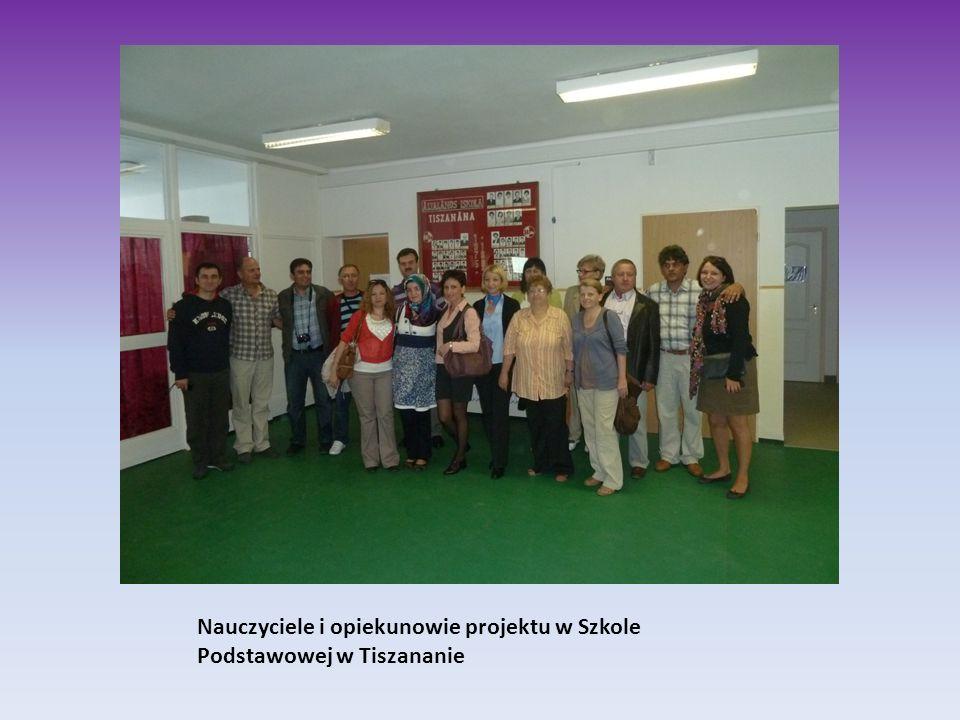 Nauczyciele i opiekunowie projektu w Szkole Podstawowej w Tiszananie