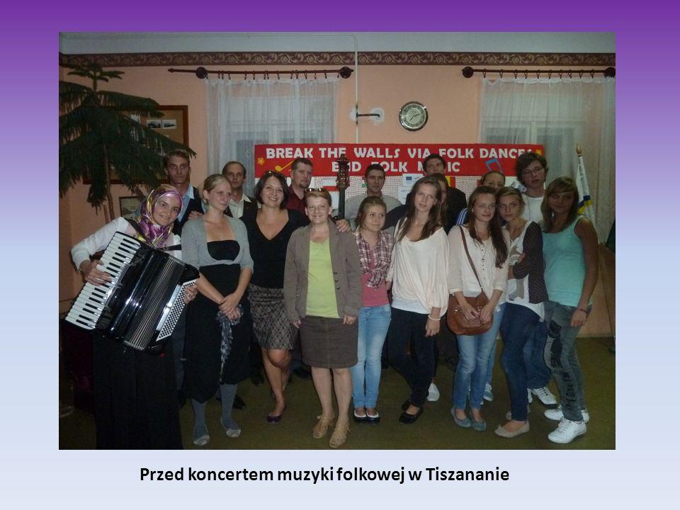 Przed koncertem muzyki folkowej w Tiszananie