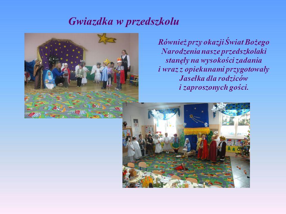 Również przy okazji Świat Bożego Narodzenia nasze przedszkolaki stanęły na wysokości zadania i wraz z opiekunami przygotowały Jasełka dla rodziców i z