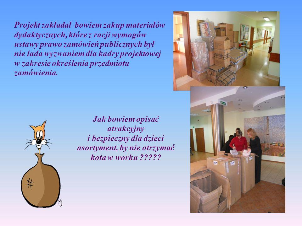 W międzyczasie należało zatrudnić personel prowadzący zajęcia i personel pomocniczy, oznaczyć budynki i sale, uregulować sprawy organizacyjne w zakresie utrzymywania czystości w placówkach, zorganizować dostawy napojów dla dzieci, które gwarantował projekt i szereg, szereg spraw rodzących się jak grzyby po deszczu.