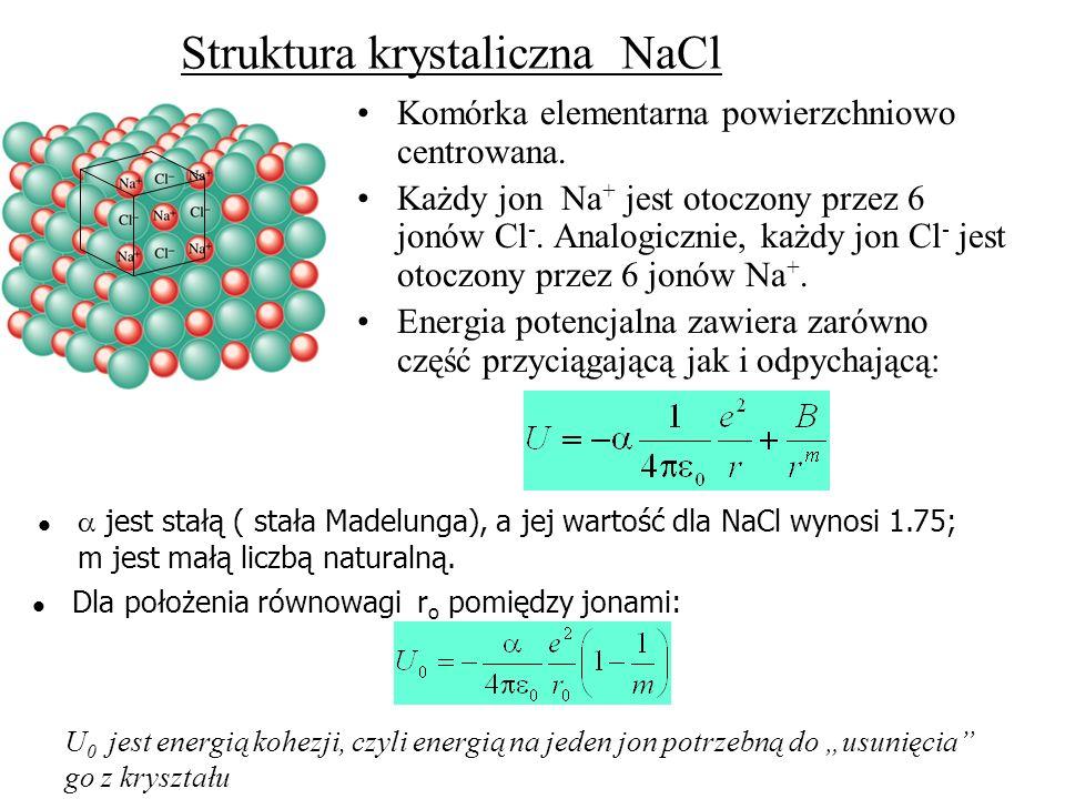 Chlorek sodu sieć powierzchniowo centrowana z 14 atomami Cl i 13 atomami Na (1 w centrum i 12 na krawędziach) w komórce Ilość atomów w komórce elementarnej : 1 Na w center i 12 x 1/4 Na na krawędziach = 4 Na 8 x 1/8 Cl w narożnikach i 6 x 1/2 Cl na powierzchniach = 4 Cl Na 4 Cl 4 czyli NaCl