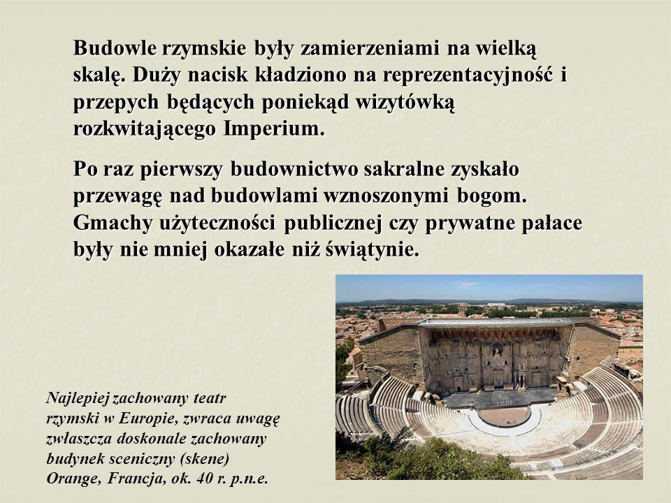 Budowle rzymskie były zamierzeniami na wielką skalę. Duży nacisk kładziono na reprezentacyjność i przepych będących poniekąd wizytówką rozkwitającego