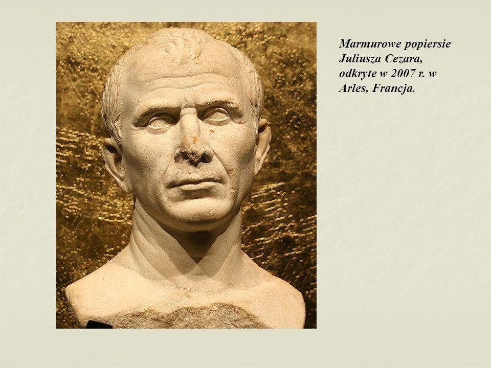 Marmurowe popiersie Juliusza Cezara, odkryte w 2007 r. w Arles, Francja.