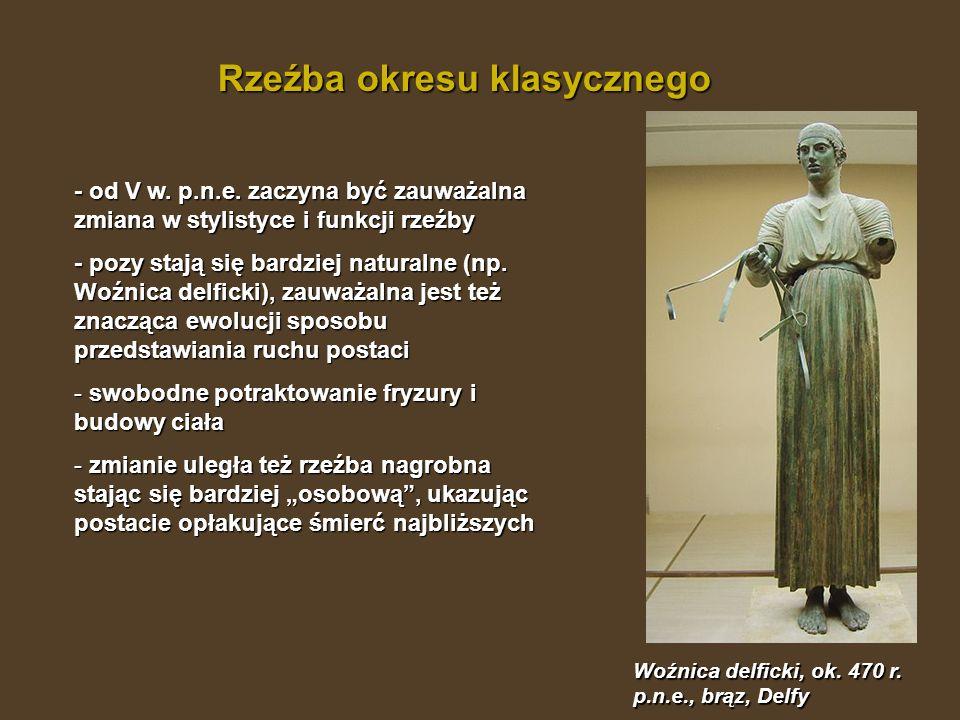 Rzeźba okresu klasycznego - od V w. p.n.e. zaczyna być zauważalna zmiana w stylistyce i funkcji rzeźby - pozy stają się bardziej naturalne (np. Woźnic