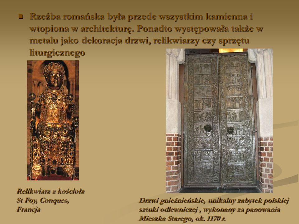 Rzeźba romańska była przede wszystkim kamienna i wtopiona w architekturę. Ponadto występowała także w metalu jako dekoracja drzwi, relikwiarzy czy spr