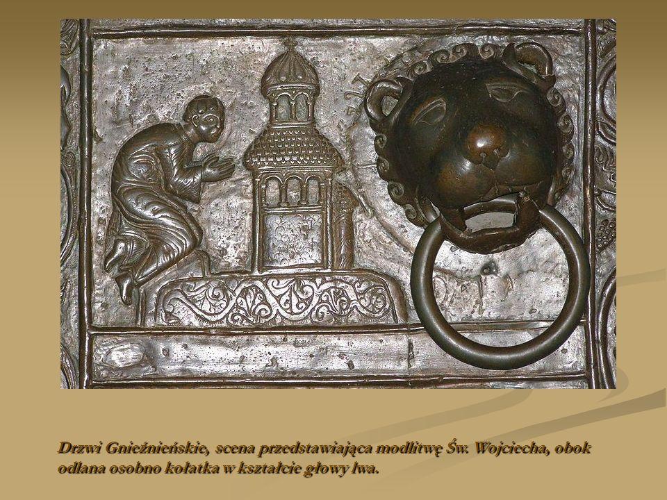 Drzwi Gnieźnieńskie, scena przedstawiająca modlitwę Św. Wojciecha, obok odlana osobno kołatka w kształcie głowy lwa.