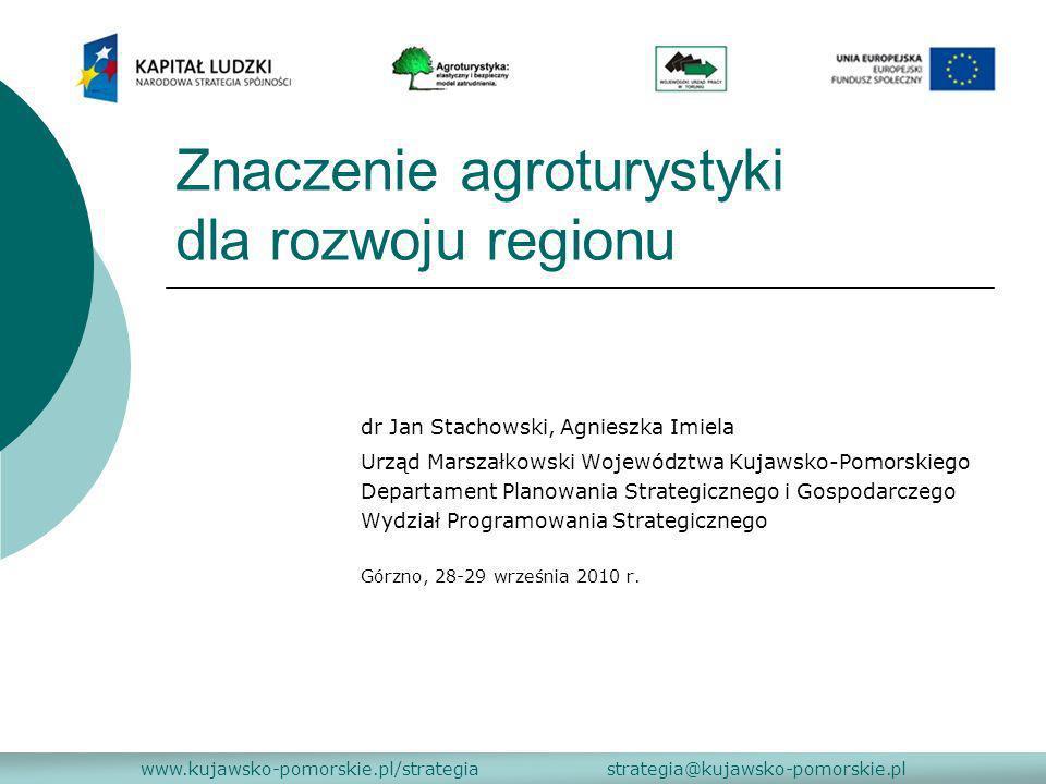Kierunki rozwoju turystyki do 2015 roku www.kujawsko-pomorskie.pl/strategia strategia@kujawsko-pomorskie.pl dokument rządowy przyjęty przez Radę Ministrów w dniu 26 września 2008 r., który ma sprzyjać budowaniu silnych podstaw gospodarki turystycznej w Polsce Obszar priorytetowy I Produkt turystyczny o wysokiej konkurencyjności Cel operacyjny I.5 - Rozwój wiodących typów turystyki Działanie I.5.5 Wspieranie rozwoju turystyki wiejskiej Realizacja tego działania pozwoli zdynamizować rozwój obszarów wiejskich oraz zdywersyfikować o działalności pozarolnicze zakres działalności gospodarczych realizowanych na tych obszarach.