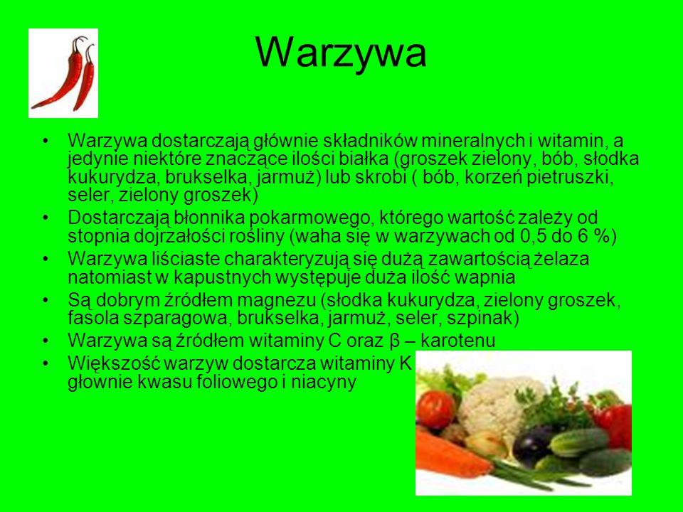 Warzywa Warzywa dostarczają głównie składników mineralnych i witamin, a jedynie niektóre znaczące ilości białka (groszek zielony, bób, słodka kukurydz