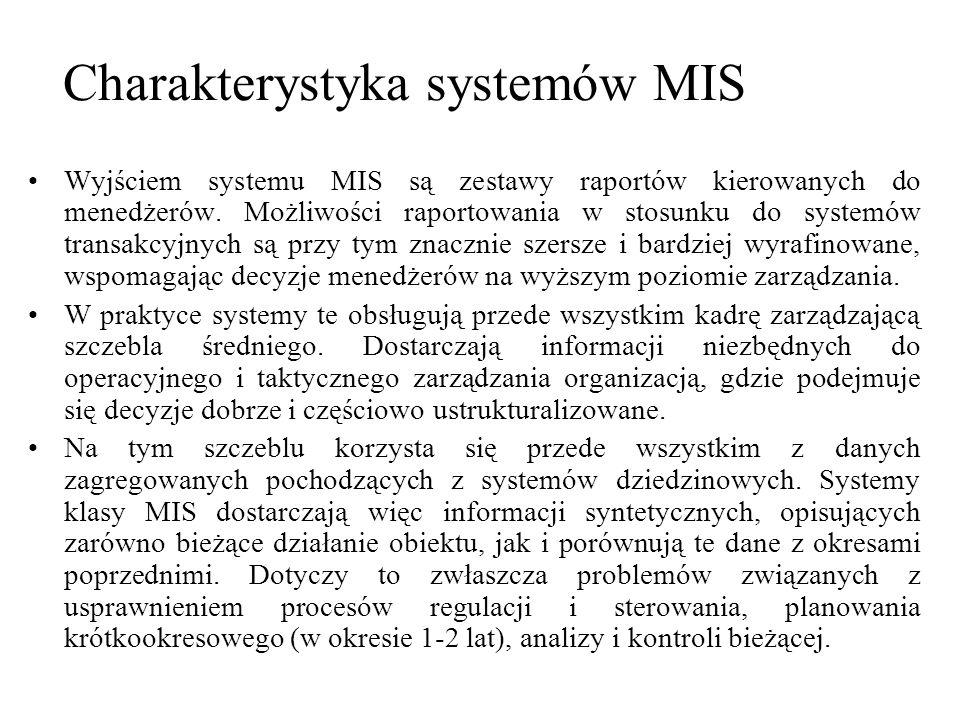 Wyjściem systemu MIS są zestawy raportów kierowanych do menedżerów. Możliwości raportowania w stosunku do systemów transakcyjnych są przy tym znacznie