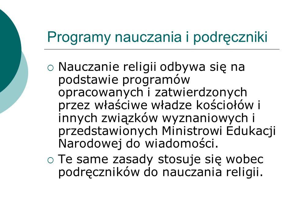 Programy nauczania i podręczniki Nauczanie religii odbywa się na podstawie programów opracowanych i zatwierdzonych przez właściwe władze kościołów i i