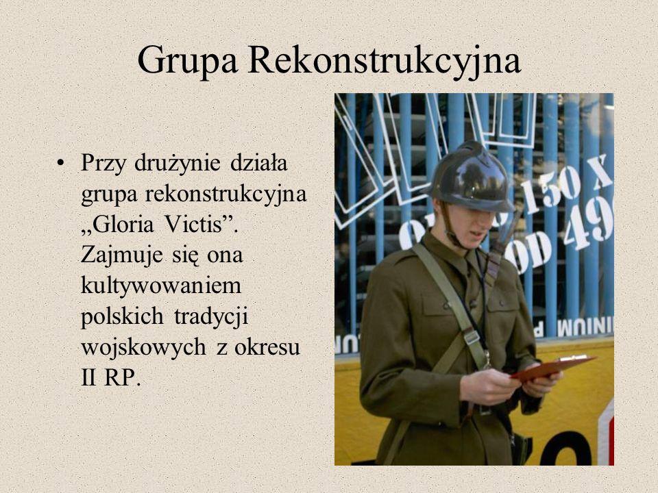 Grupa Rekonstrukcyjna Przy drużynie działa grupa rekonstrukcyjna Gloria Victis. Zajmuje się ona kultywowaniem polskich tradycji wojskowych z okresu II