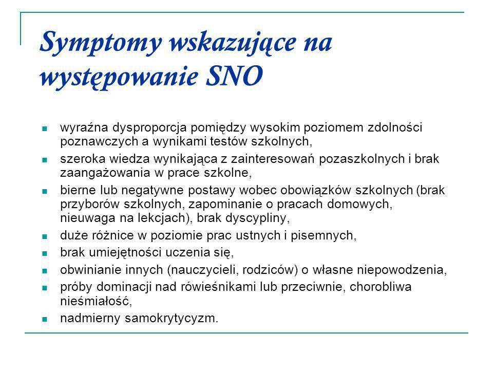 Symptomy wskazuj ą ce na wyst ę powanie SNO wyraźna dysproporcja pomiędzy wysokim poziomem zdolności poznawczych a wynikami testów szkolnych, szeroka