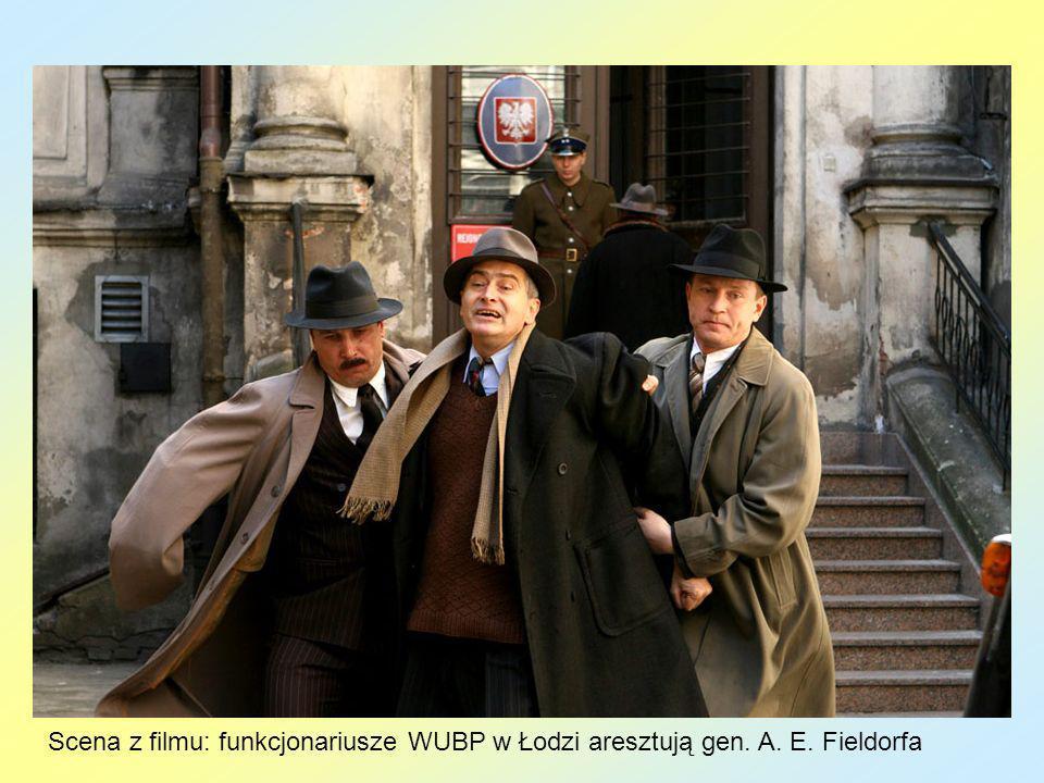 Scena z filmu: funkcjonariusze WUBP w Łodzi aresztują gen. A. E. Fieldorfa