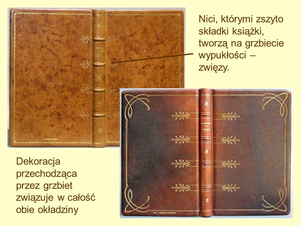 Dekoracja przechodząca przez grzbiet związuje w całość obie okładziny Nici, którymi zszyto składki książki, tworzą na grzbiecie wypukłości – zwięzy.