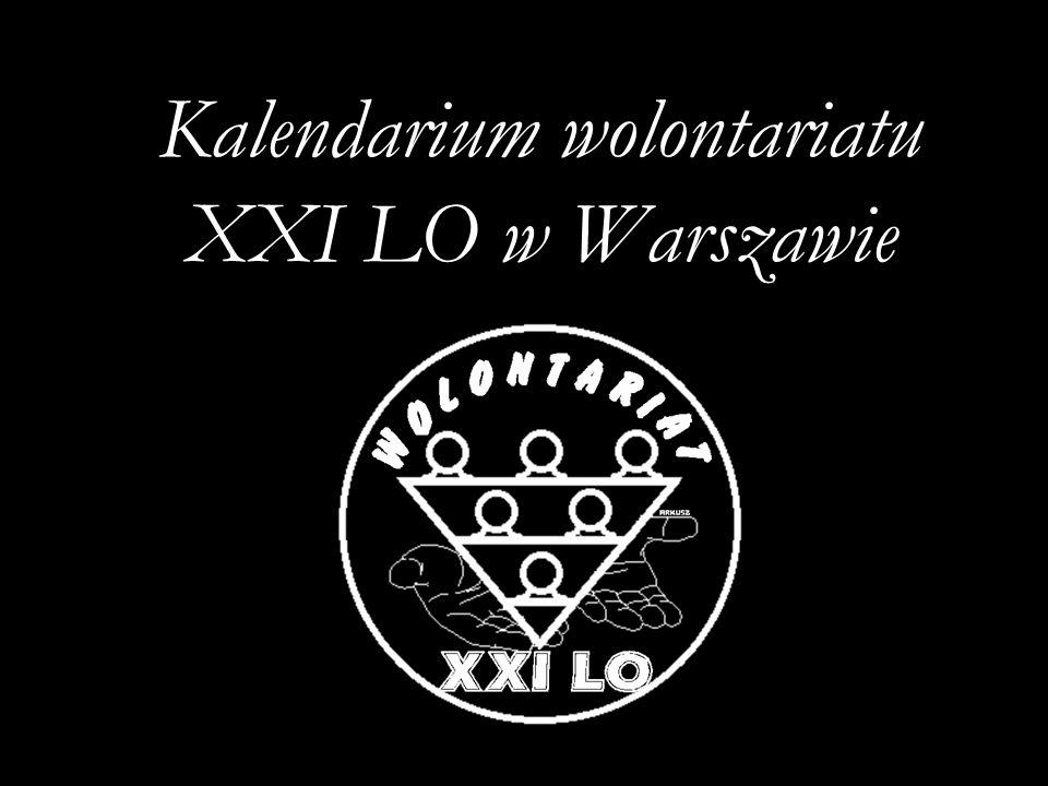 08 VI 2002 – IV Festyn Podwórkowy SURMY Drużyna Wolontariuszy z XXI LO – prezentacja nowych koszulek