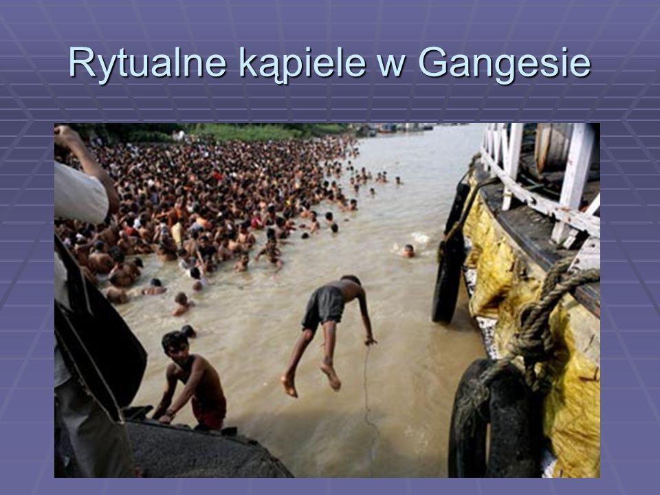 Rytualne kąpiele w Gangesie