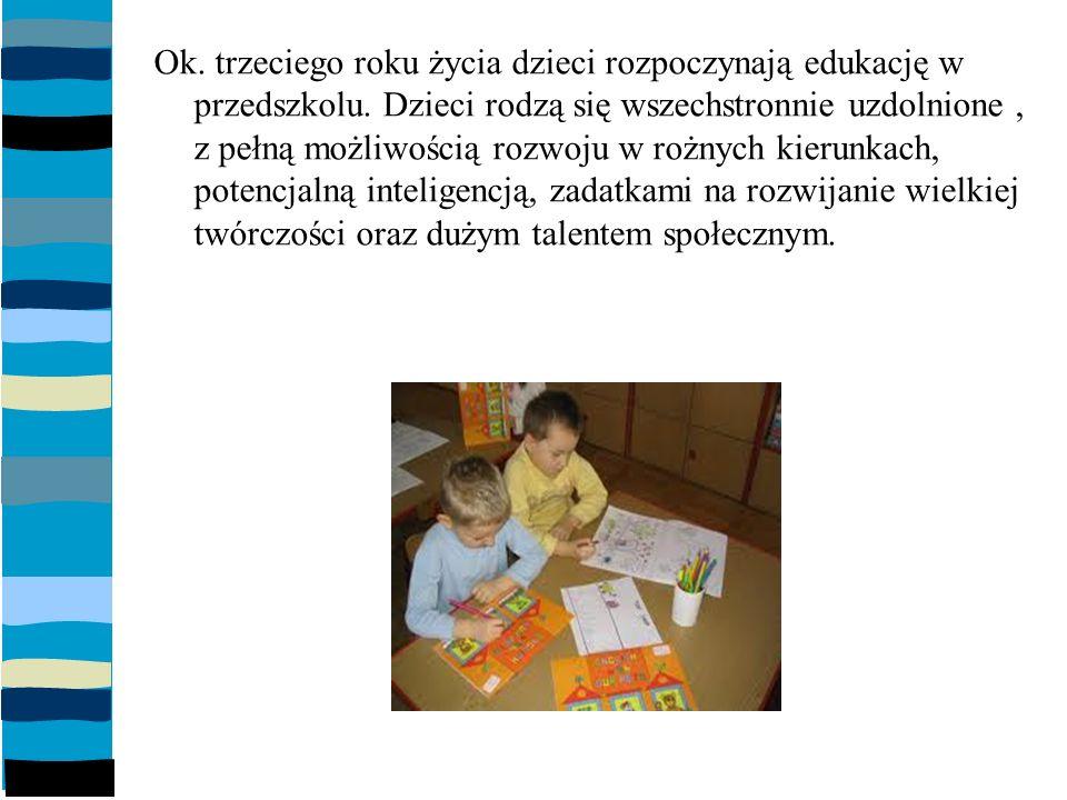 Ok.trzeciego roku życia dzieci rozpoczynają edukację w przedszkolu.