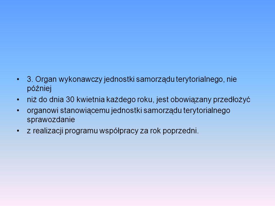 3. Organ wykonawczy jednostki samorządu terytorialnego, nie później niż do dnia 30 kwietnia każdego roku, jest obowiązany przedłożyć organowi stanowią