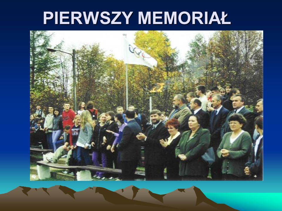 Podziękowania Pragniemy podziękować wszystkim gimnazjalistom i ich nauczycielom za udział w tylu edycjach MEMORIAŁU, Dziękujemy trenerom, sędziom i wszystkim sympatykom naszej inicjatywy, Serdeczne i bardzo szczególne podziękowania kierujemy do Pani Grażyny Rogowskiej, do Pana Jarosława Augustowskiego i do Pana Karola Choynowskiego – dzięki którym możemy uczestniczyć już w X jubileuszowym Memoriale im.