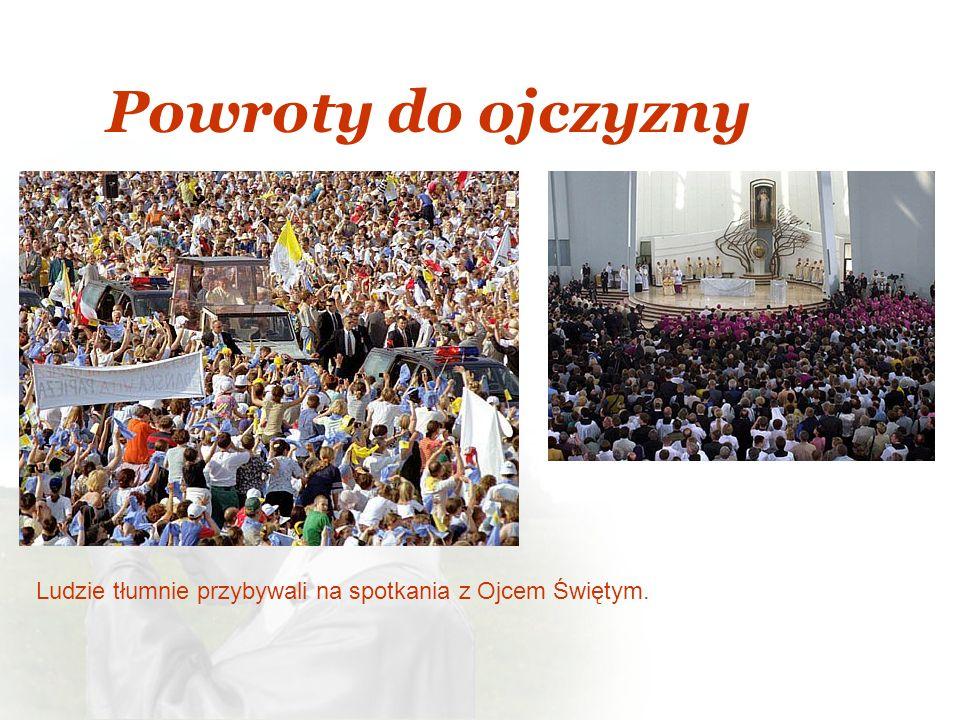Ludzie tłumnie przybywali na spotkania z Ojcem Świętym.