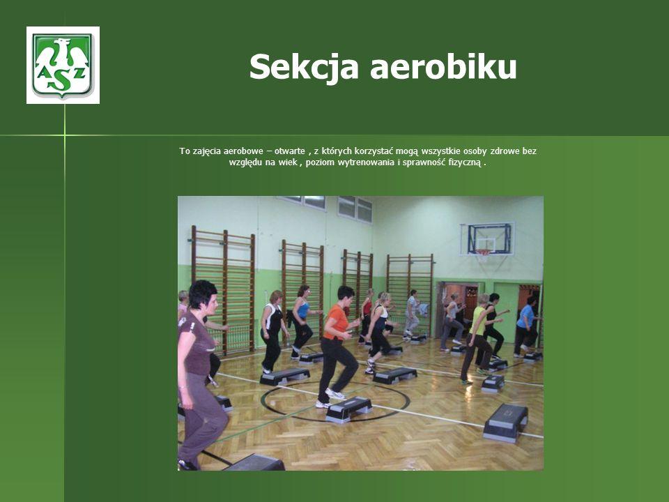To zajęcia aerobowe – otwarte, z których korzystać mogą wszystkie osoby zdrowe bez względu na wiek, poziom wytrenowania i sprawność fizyczną. Sekcja a