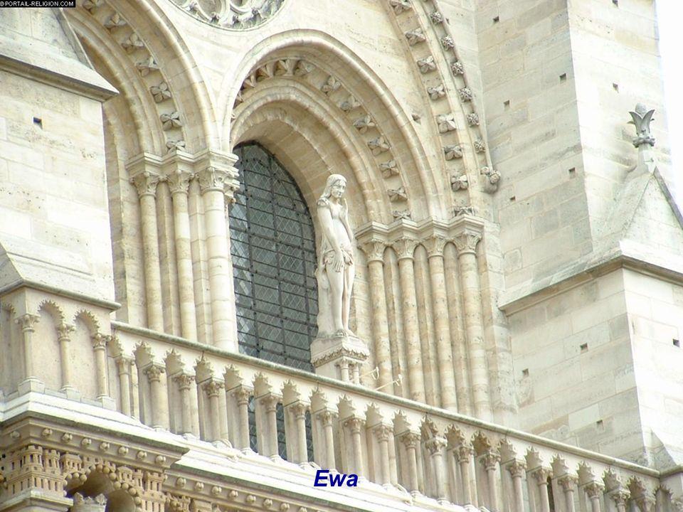 Galeria Królów Izraela i Judy - przodków Chrystusa - 28 posągów. W czasie Rewolucji katedra, podobnie jak i inne kościoły Paryża, poniosła znaczne str