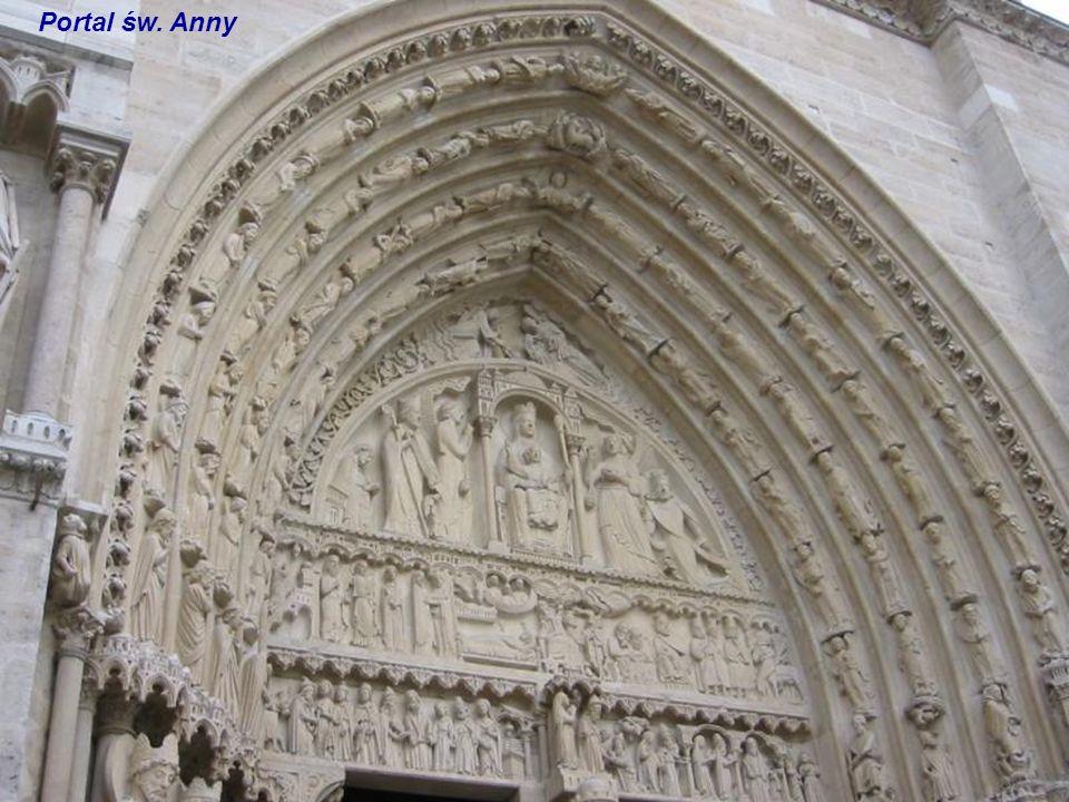 Portal Matki Bożej Figura na filarze dzielącym odrzwia Portal Matki Bożej