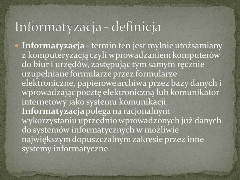 Angielską nazwę computer science można by dosłownie tłumaczyć jako nauka o komputerze, co jest mylące i krytykowane w środowiskach akademickich i info