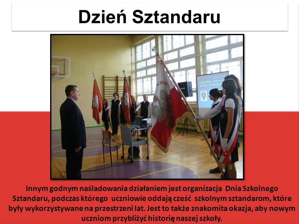 Dzień Sztandaru Innym godnym naśladowania działaniem jest organizacja Dnia Szkolnego Sztandaru, podczas którego uczniowie oddają cześć szkolnym sztandarom, które były wykorzystywane na przestrzeni lat.