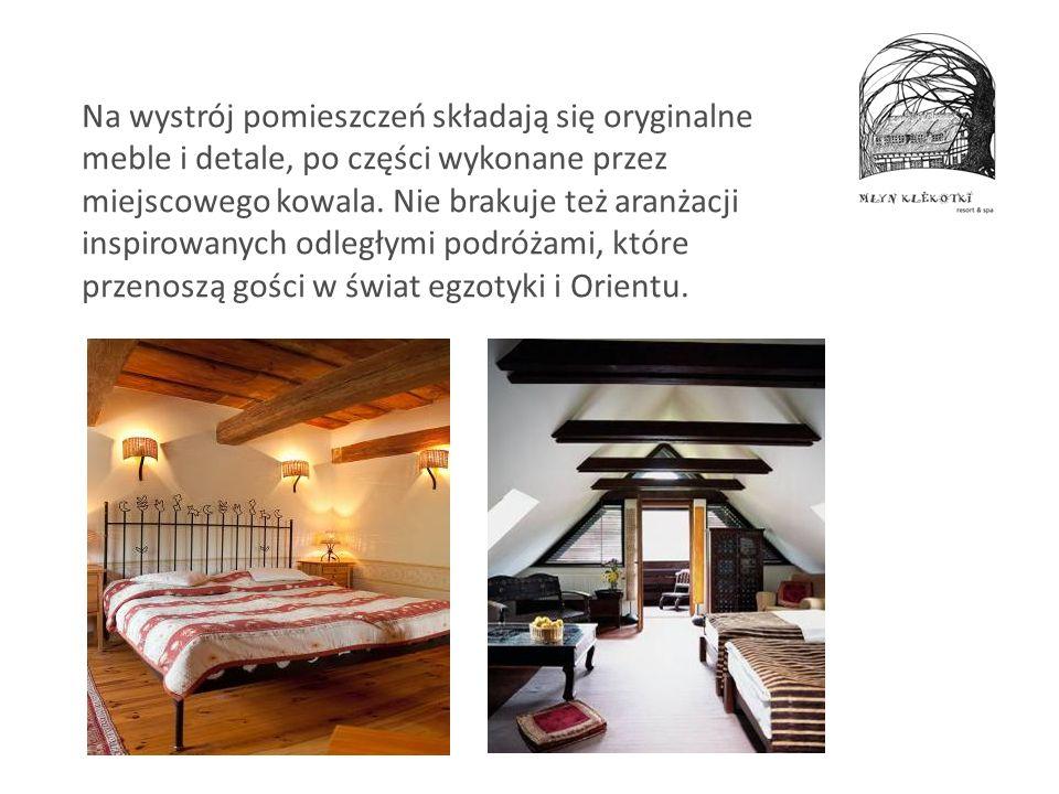 Na wystrój pomieszczeń składają się oryginalne meble i detale, po części wykonane przez miejscowego kowala. Nie brakuje też aranżacji inspirowanych od