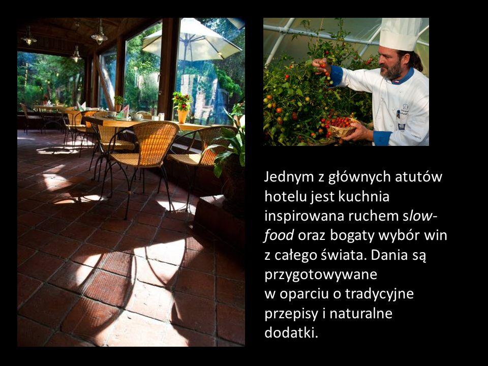 Jednym z głównych atutów hotelu jest kuchnia inspirowana ruchem slow- food oraz bogaty wybór win z całego świata. Dania są przygotowywane w oparciu o
