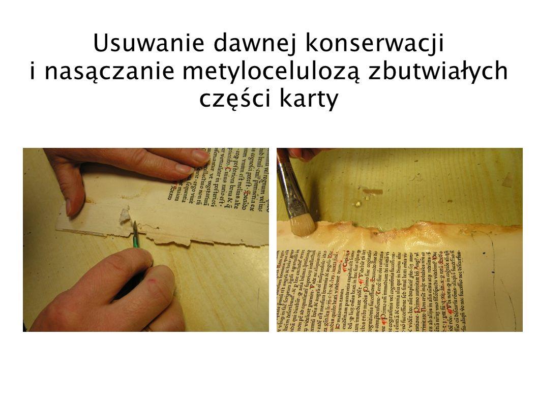 Usuwanie dawnej konserwacji i nasączanie metylocelulozą zbutwiałych części karty