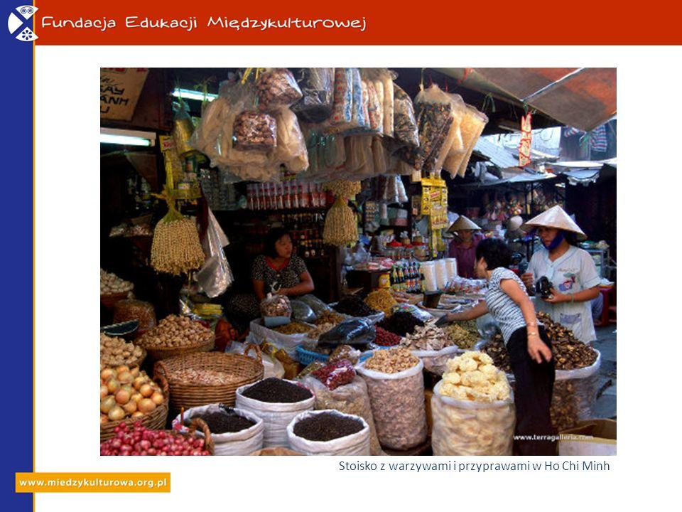 Stoisko z warzywami i przyprawami w Ho Chi Minh