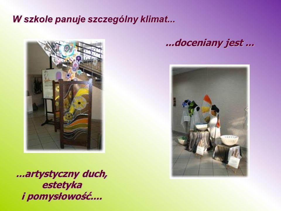 W szkole panuje szczególny klimat......doceniany jest......artystyczny duch, estetyka i pomysłowość....