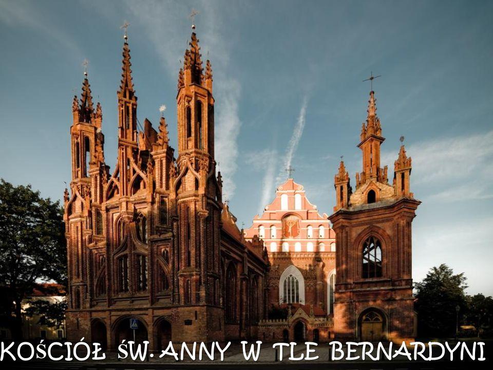 KO Ś CIÓŁ Ś W. ANNY W TLE BERNARDYNI