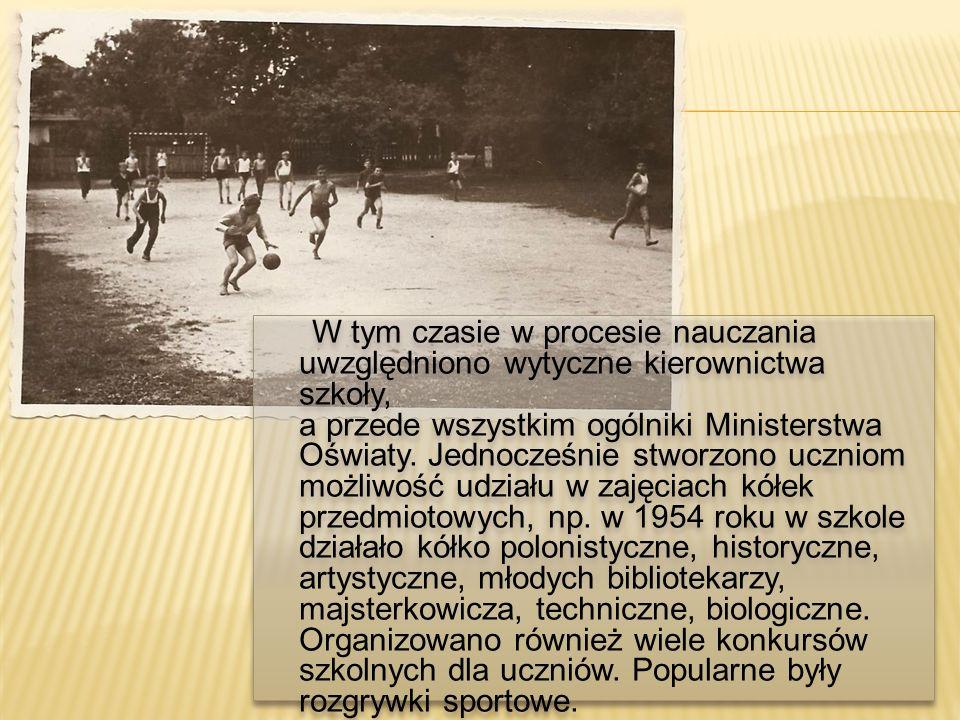 W tym czasie w procesie nauczania uwzględniono wytyczne kierownictwa szkoły, a przede wszystkim ogólniki Ministerstwa Oświaty. Jednocześnie stworzono