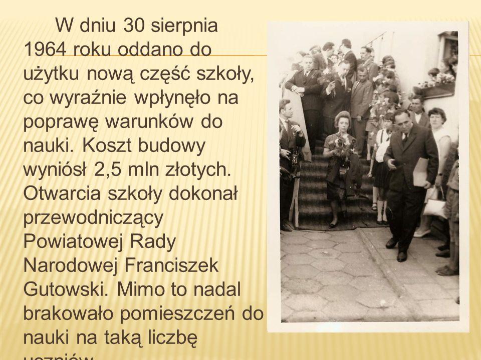 W dniu 30 sierpnia 1964 roku oddano do użytku nową część szkoły, co wyraźnie wpłynęło na poprawę warunków do nauki. Koszt budowy wyniósł 2,5 mln złoty