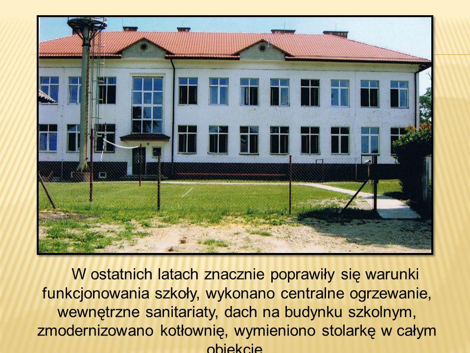 W ostatnich latach znacznie poprawiły się warunki funkcjonowania szkoły, wykonano centralne ogrzewanie, wewnętrzne sanitariaty, dach na budynku szkoln