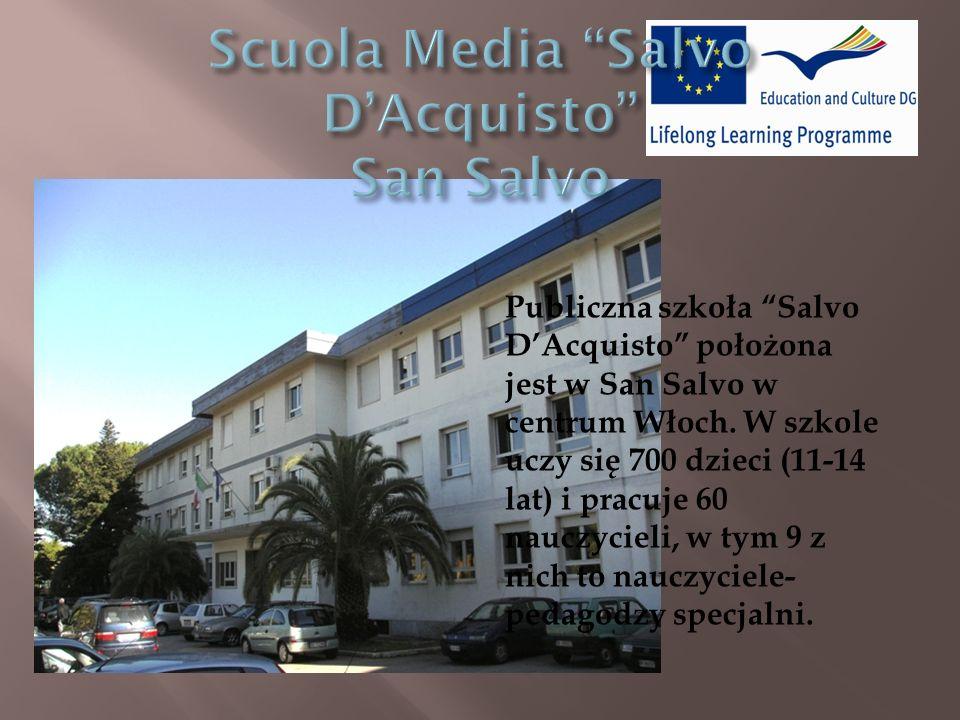Publiczna szkoła Salvo DAcquisto położona jest w San Salvo w centrum Włoch.