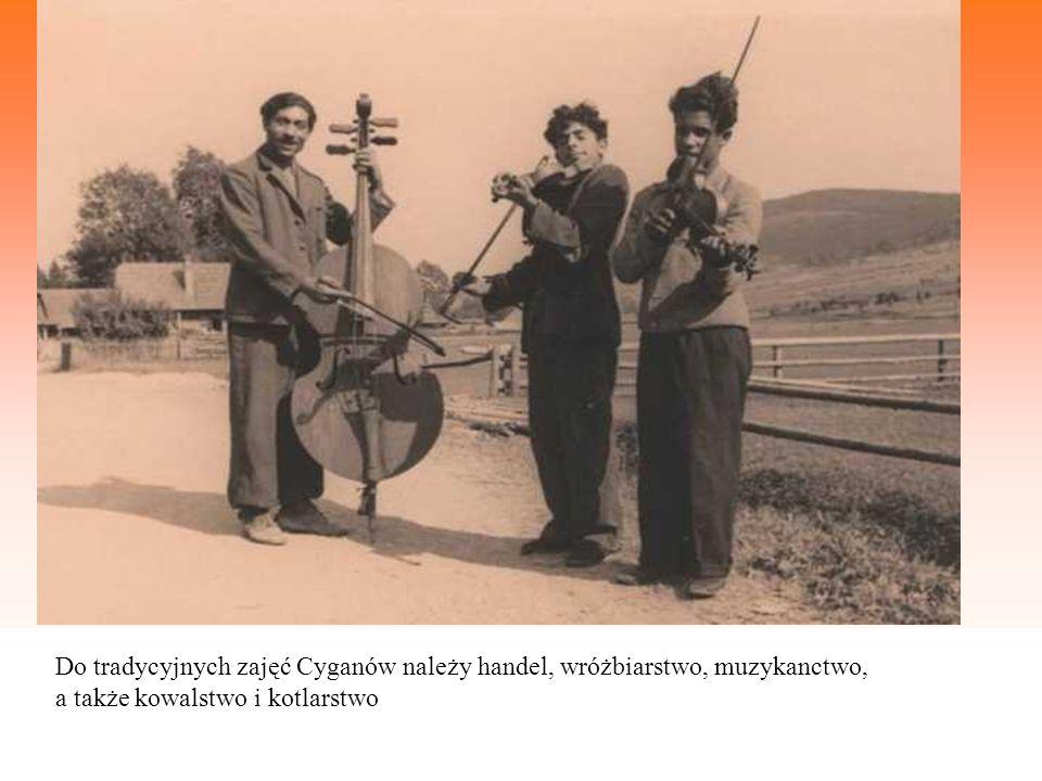 Do tradycyjnych zajęć Cyganów należy handel, wróżbiarstwo, muzykanctwo, a także kowalstwo i kotlarstwo