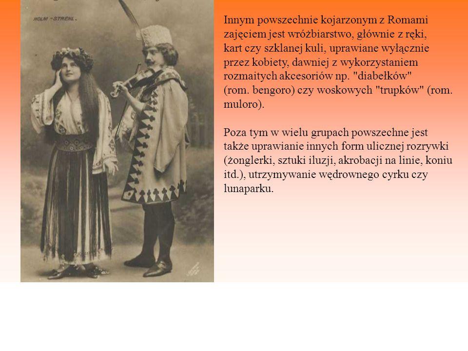 Innym powszechnie kojarzonym z Romami zajęciem jest wróżbiarstwo, głównie z ręki, kart czy szklanej kuli, uprawiane wyłącznie przez kobiety, dawniej z
