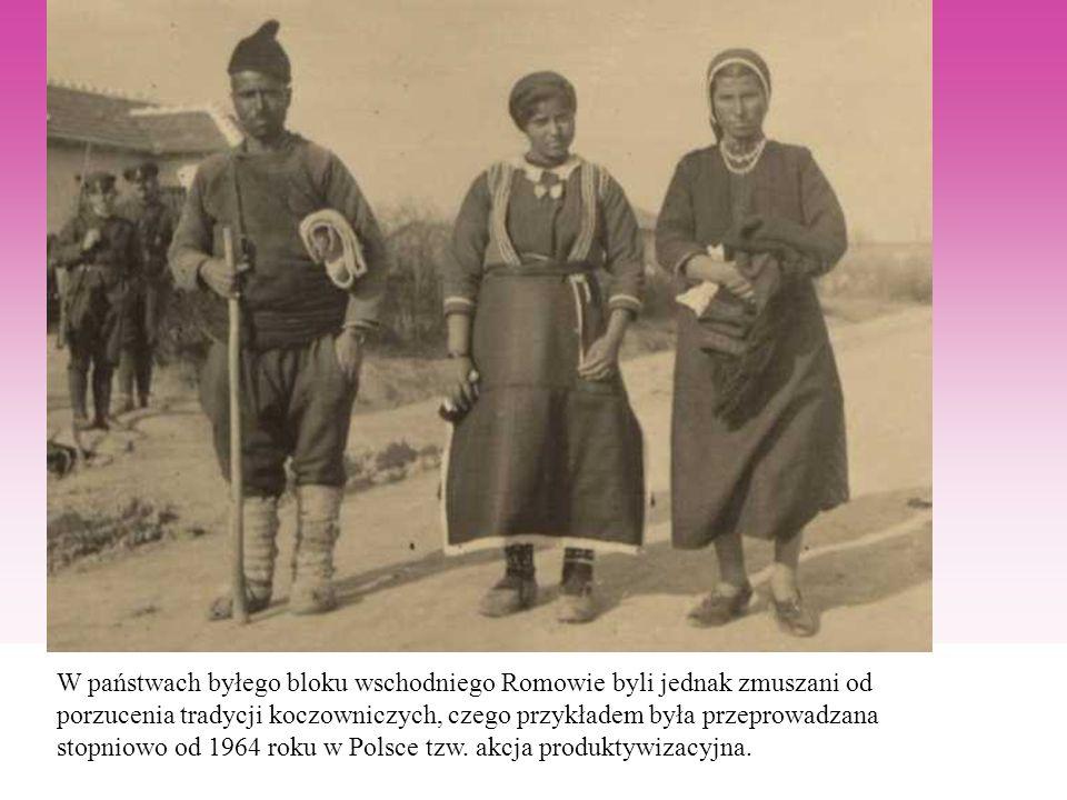 W państwach byłego bloku wschodniego Romowie byli jednak zmuszani od porzucenia tradycji koczowniczych, czego przykładem była przeprowadzana stopniowo