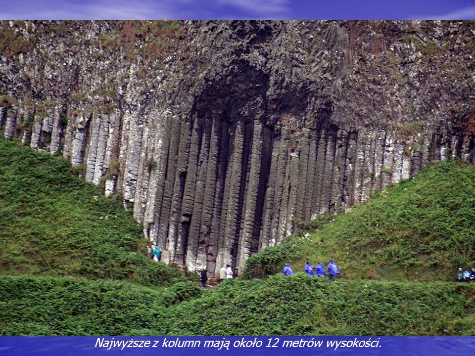 Giants Causeway jest jedyną na świecie tak osobliwą formacją. Tworzy ją 37 tys. czarnych bazaltowych kolumn: najczęściej sześcio-, rzadziej pięcio- i