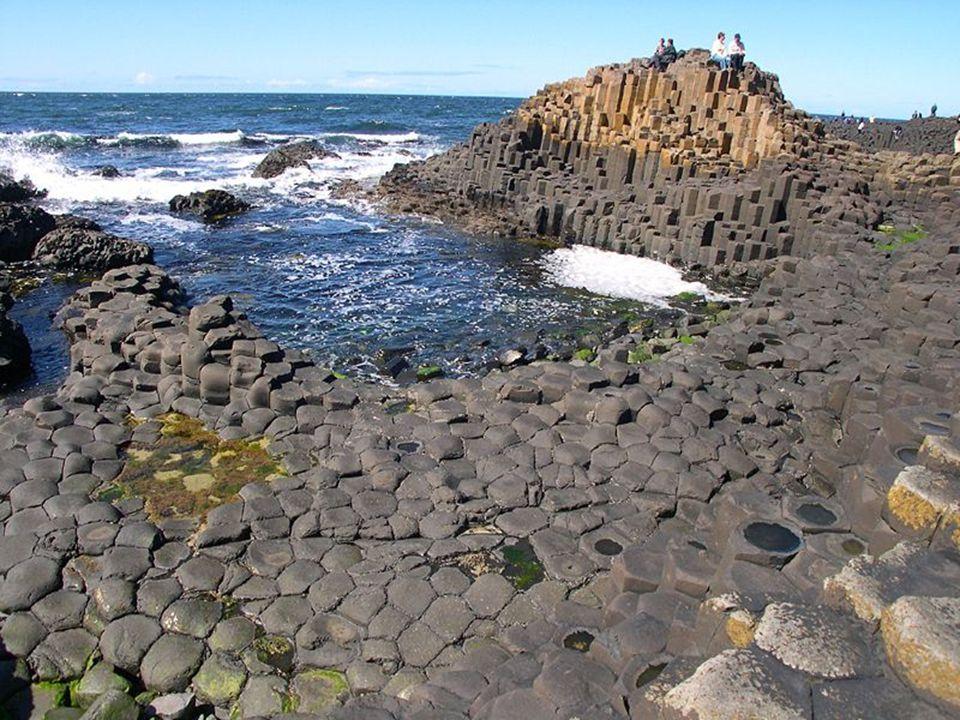Dzięki romantycznym obrazom malarki Susanny Drury z Dublina bazaltowe formacje skalne zyskały w XVIII w. międzynarodową sławę. W niemal całej Europie