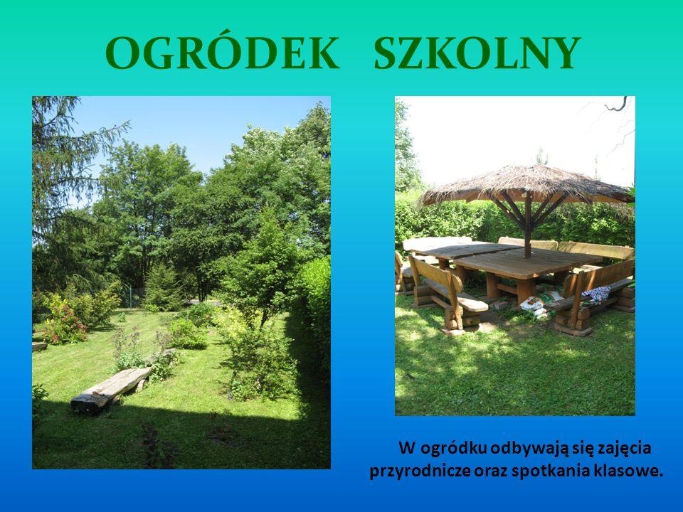OGRÓDEK SZKOLNY W ogródku odbywają się zajęcia przyrodnicze oraz spotkania klasowe.