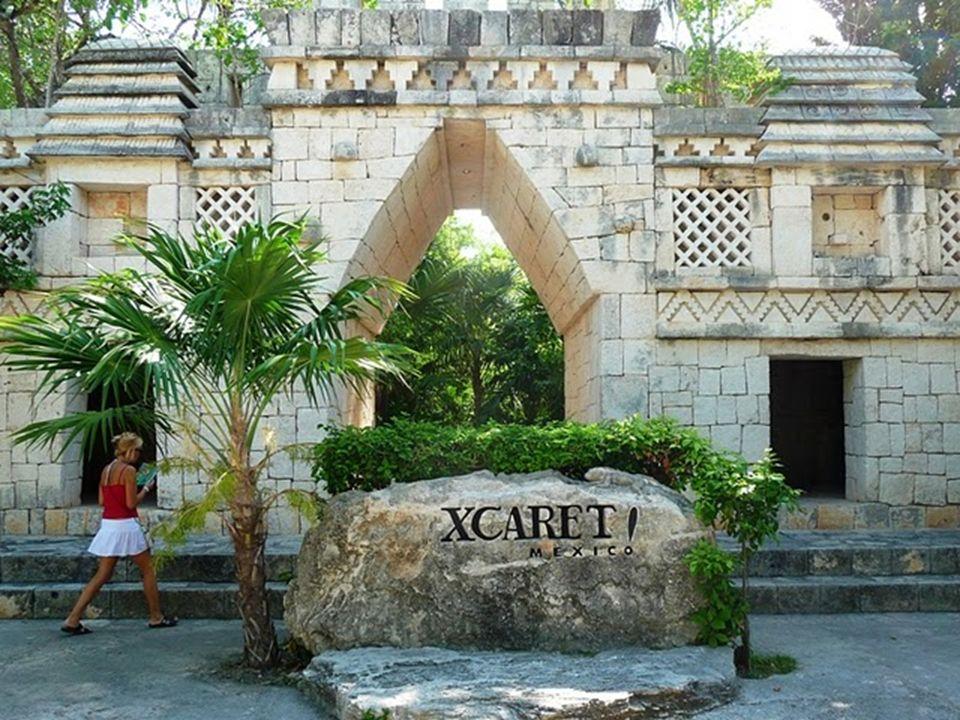 W pobliżu Cancun, w Meksyku, znajduje się Park Xcaret Jedną z głównych atrakcji Parku Xcaret jest cmentarz. Został on zbudowany w nabrzeżnej miejscowo