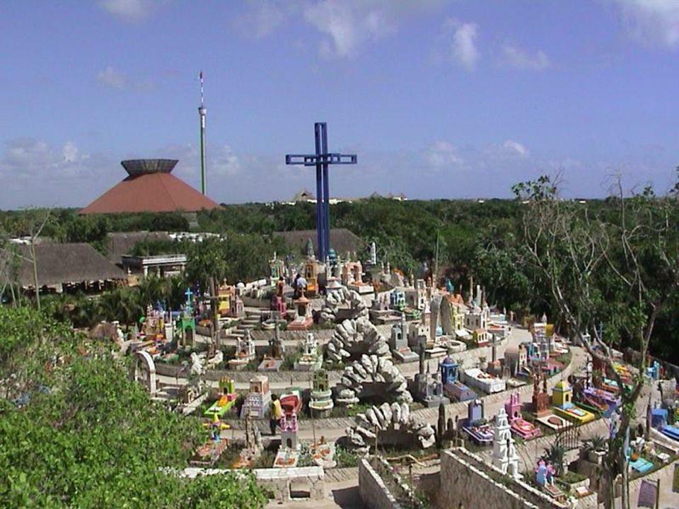 Jest to sztuczny i symboliczny cmentarz, z replikami starych nagrobków znalezionych w Meksyku. Stopiono tu kulturę i symbolikę cmentarzy Majów z meksy