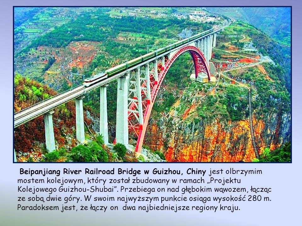 Rolling Bridge,Londyn. Most zwijany Most ma długość 12 m. Rozwinięty przypomina zwykłą kładkę. Po zwinięciu uchodzić może za rzeźbę lub nowoczesną ins