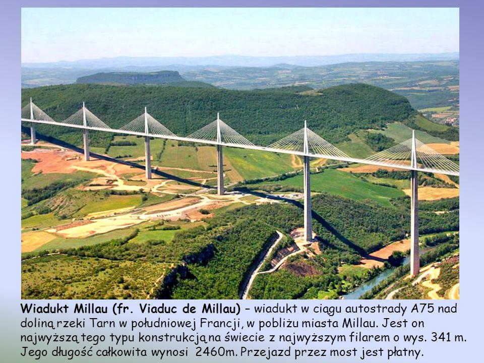 Beipanjiang River Railroad Bridge w Guizhou, Chiny jest olbrzymim mostem kolejowym, który został zbudowany w ramach Projektu Kolejowego Guizhou-Shubai